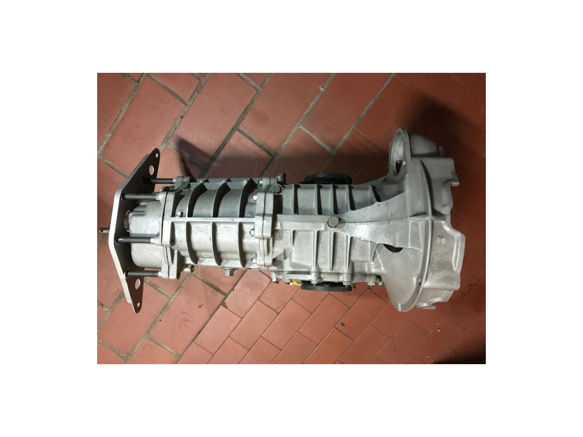 915 gearbox for mid-engine vehicles with Porsche 911 engine