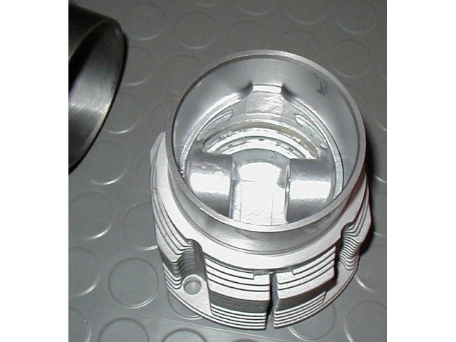 986 - 996 Millenium wheel hub cover polished