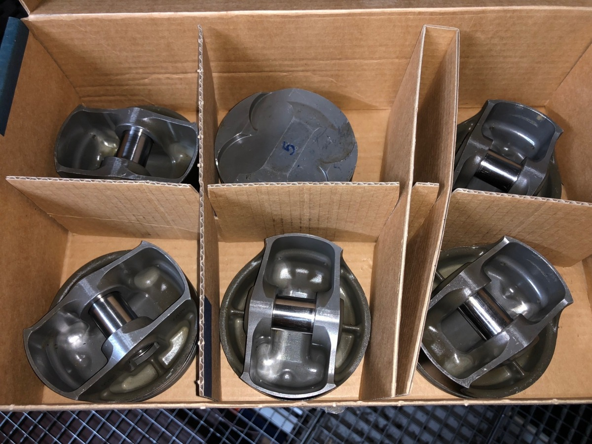 996 GT3 R - RSR racing piston with bolt used kit Porsche