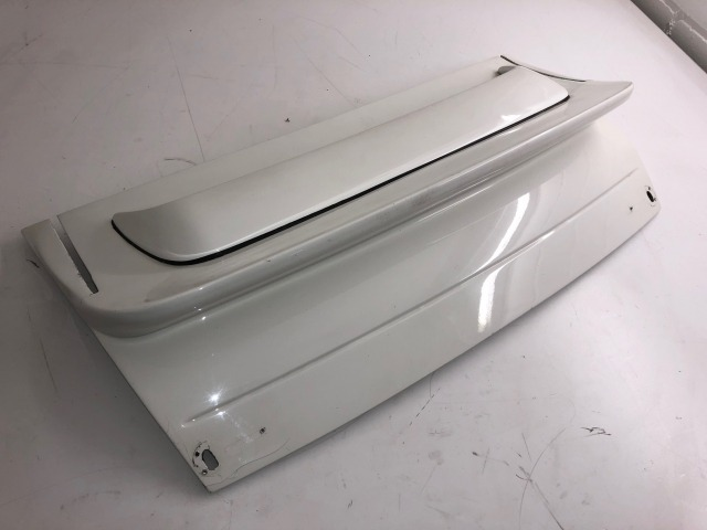 996 GT3 R bonnet made of lightweight material Porsche