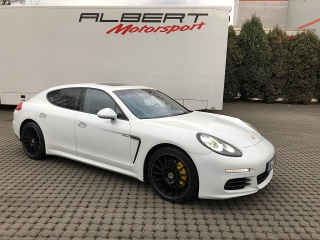 Panamera Diesel, AHK, Air, Leather, to sell in the clients order.