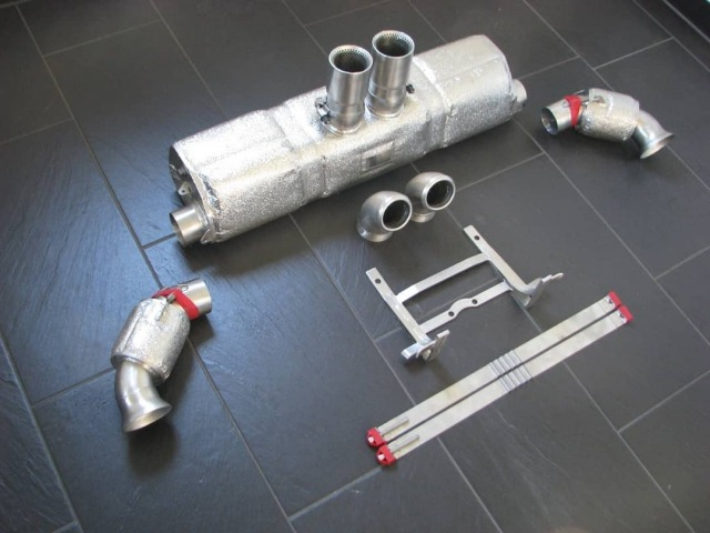 991 GT3 Cup 2 MR Porsche Rennauspuff mit Fächerkrümmern und Hitzeschutz