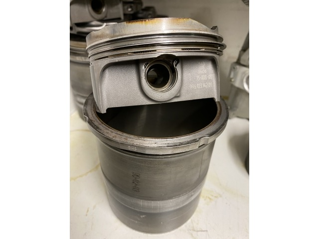 996 - 997 GT3 - Cup Kolben und Zylinder gebraucht in gutem Zustand Porsche