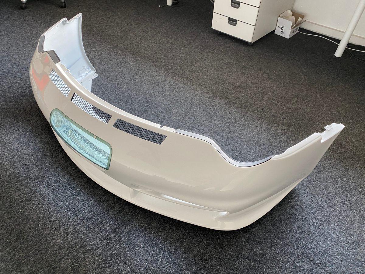 996 GT3 Cup 2 Spoßstange vorn mit Glas für 24 Stunden Rennen lackiert
