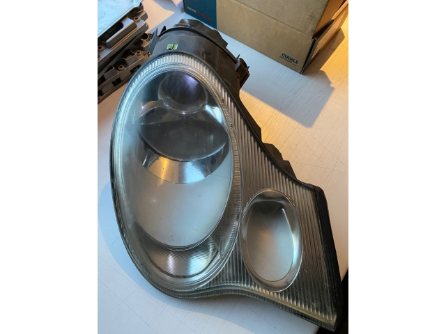 996 GT3 Cup headlight front right pale Porsche 911