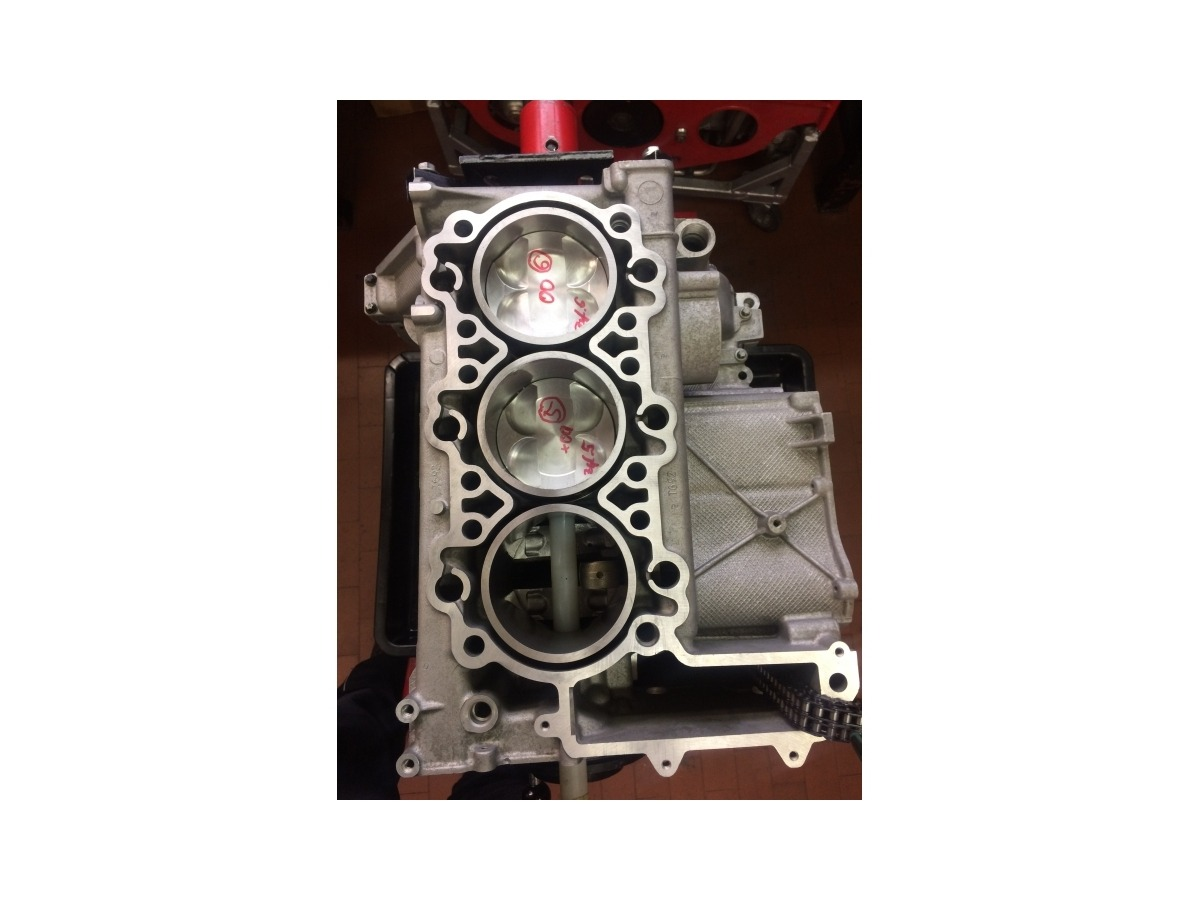 996 - 997 MK1 Porsche 4.0 liter engine block with cylinder and piston in exchange